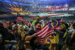 BUKIT JALIL 19 AUGUST 2017. Gelagat penonton yang hadir ketika kontinjen Malaysia memasuki perkarangan stadium pada majlis pembukaan Sukan SEA KL2017 ke-29 di Stadium Nasional Bukit Jalil. NSTP/ ASYRAF HAMZAH