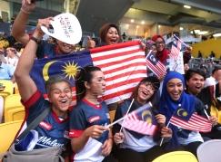KUALA LUMPUR 19 AUGUST 2017. BUKIT JALIL 19 AUGUST 2019. Sebahagian penonton yang hadir bagi menyaksikan majlis perasmian Sukan SEA KL2017 di Stadium Nasional Bukit Jalil . NSTP/HAIRUL ANUAR RAHIM