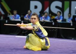 KUALA LUMPUR 20 AUGUST 2017. Atlet Wushu Negara, Loh Ying Ting memenangi pingat perak dalam acara Optional Gunshu Wanita, Sukan SEA KL2017 di Pusat Konvension Kuala Lumpur (KLCC). NSTP/KHAIRULL AZRY BIDIN.