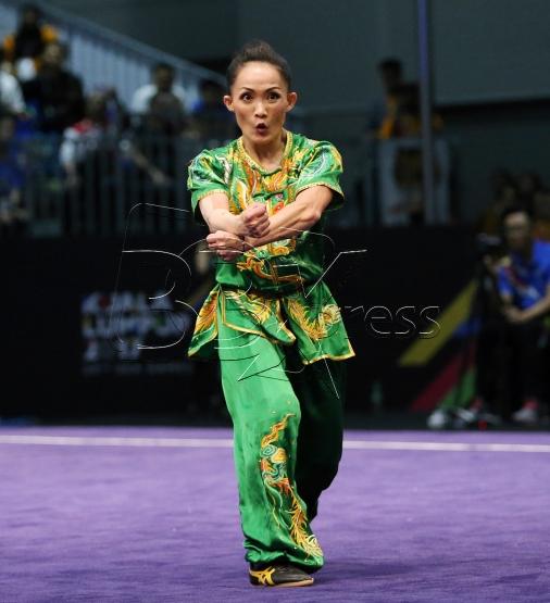 KUALA LUMPUR 20 AUGUST 2017. Atlet Wushu Negara, Diana Bong Siong Lin memenangi pingat emas acara Nanquan Wanita dalam Sukan SEA KL2017 di Pusat Konvension Kuala Lumpur (KLCC). NSTP/KHAIRULL AZRY BIDIN.