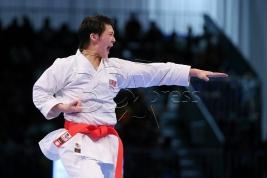 KUALA LUMPUR 22 AUGUST 2017. Atlet Karate Negara, Celine Lee Xin Yi merangkul pingat emas acara Kata Wanita individu dalam Sukan SEA KL2017 di Pusat Konvension Kuala Lumpur (KLCC). NSTP/KHAIRULL AZRY BIDIN.