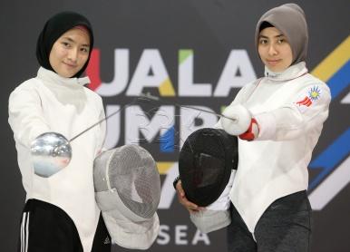 Natasha Ezzra Abu Bakar, 26 (kanan) bersama adiknya Nur Afrina Abu Bakar, 16 yang akan bertanding di Sukan SEA 2017. NSTP/SALHANI IBRAHIM