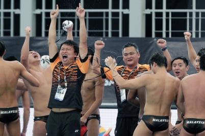 Pasukan Malaysia meraikan kejayaan menewaskan pasukan Thailand pada acara polo air lelaki Sukan SEA 2017 di Pusat Akuatik Bukit Jalil, Kuala Lumpur. NSTP/AIZUDDIN SAAD