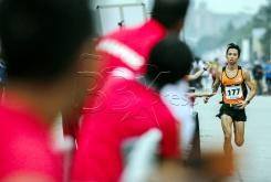 Atlet Marathon Malaysia, Tan Huong Leong ketika melakukan larian sejauh 42.2km melepasi Istana Kehakiman Putrajaya, dalam acara Marathon Sukan SEA Kuala Lumpur 2017 . NSTP/OSMAN ADNAN