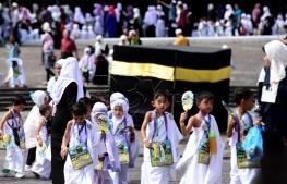 SHAH ALAM 23 AUGUST 2017. Gelagat sebahagian daripada 3200 peserta ketika Tawaf Perdana pada program Simulasi Haji Cilik 2017 anjuran Persatuan Tadika Islam Malaysia (PERTIM) di Masjid Sultan Salahuddin Abdul Aziz Shah. STR/MOHD ASRI SAIFUDDIN MAMAT